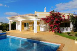Spacious 2-bed villa with pool in a quiet urbanization...